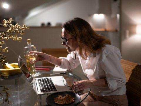 Festa à distância: como organizar uma festa com seus colegas de trabalho no Home Office img 1
