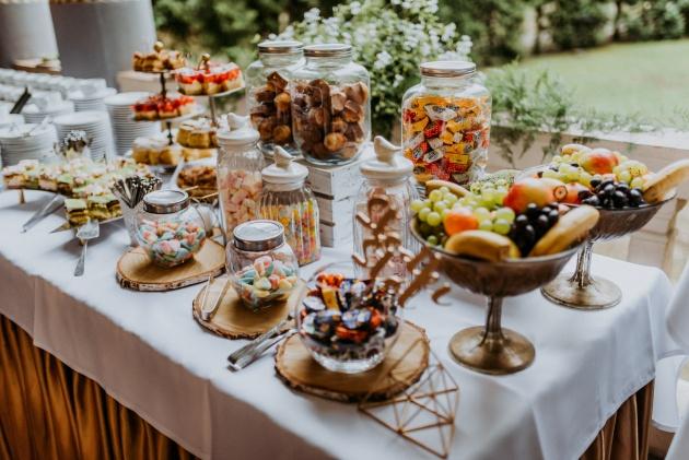 Como montar uma mesa de doces para festas infantis?